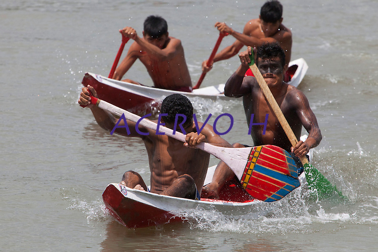 IV Jogos Tradicionais Indígenas do Pará<br /> <br /> Em uma disputa acirrada, os atletas da etnia Parkatejê garantiram o primeiro lugar na modalidade de remo. A segunda colação ficou com os guerreiros da etnia Tembé.<br /> <br /> <br /> Quinza etnias participam dos  IX Jogos Indígenas, iniciados neste na íntima sexta feira. Aikewara (de São Domingos do Capim), Araweté (de Altamira), Assurini do Tocantins (de Tucuruí), Assurini do Xingu (de Altamira), Gavião Kiykatejê (de Bom Jesus do Tocantins), Gavião Parkatejê (de Bom Jesus do Tocantins), Guarani (de Jacundá), Kayapó (de Tucumã), Munduruku (de Jacareacanga), Parakanã (de Altamira), Tembé (de Paragominas), Xikrin (de Ourilândia do Norte), Wai Wai (de Oriximiná). Participam ainda as etnias convidadas - Pataxó (da Bahia) e Xerente (do Tocantins). <br /> <br /> <br /> Mais de 3 mil pessoas lotaram as arquibancadas da arena de competição.<br /> Praia de Marudá, Marapanim, Pará, Brasil.<br /> Foto Paulo Santos<br /> 09/09/2014