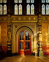 Gilded statues of King William III and Queen Anne, by Birnie Philips, flank the doorway from the Royal Gallery to the Norman Porch