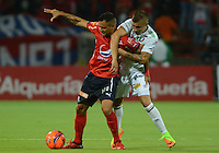 MEDELLÍN -COLOMBIA-18-02-2017: Marlon Piredrahita (Izq) jugador del Medellín disputa el balón con Fredy Salazar (Der) del Once durante el encuentro entre Independiente Medellín y Once Caldas por la fecha 4 de la Liga Águila I 2017 jugado en el estadio Atanasio Girardot de la ciudad de Medellín. / Marlon Piredrahita (L) player of Medellin vies for the ball with Fredy Salazar (R) player of Once during match between Independiente Medellin and Once Caldas for date 4 of the Aguila League I 2017 at Atanasio Girardot stadium in Medellin city. Photo: VizzorImage/ León Monsalve /Str