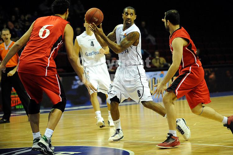 GRONINGEN -   Groninger Basketball Week, Martiniplaza, 28-12-2012,  Flames - Nat team Egypte, Flames speler Jason Dourisseau.