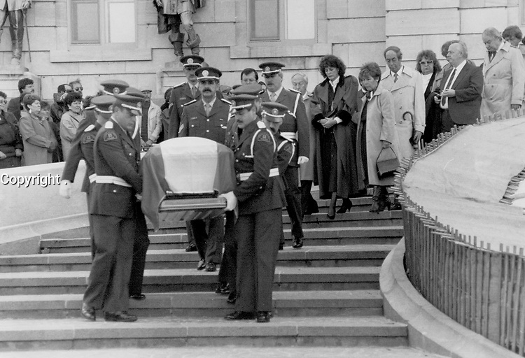 1987 FILE PHOTO - ARCHIVES -<br /> <br /> March begins: Quebec police carry the coffin of Rene Levesque, draped in the fleur-de-lis, down the steps of Quebec's National Assembly. The former premier's wife Corinne, to the right wearing a dark coat, follows. Some 60,000 Quebecers bid Levesque an emotional adieu this week.<br /> <br /> 1987<br /> <br /> PHOTO : Boris Spremo - Toronto Star Archives - AQP