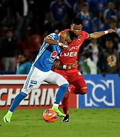 BOGOTA - COLOMBIA - 20 – 05 - 2017: Ayron del Valle (Izq.) jugador de Millonarios disputa el balón con Edis Ibargüen (Der.) jugador de Patriotas F.C., durante partido de la fecha 19 entre Millonarios y por la Liga Aguila I-2017, jugado en el estadio Nemesio Camacho El Campin de la ciudad de Bogota. / Ayron del Valle (L) player of Millonarios vies for the ball with Edis Ibargüen (R) player of Patriotas F.C., during a match of the date 19th between Millonarios and Patriotas F.C., for the Liga Aguila I-2017 played at the Nemesio Camacho El Campin Stadium in Bogota city, Photo: VizzorImage / Luis Ramirez / Staff.