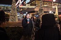 LKW rast in Berliner Weihnachtsmarkt.<br /> Am Abend des 19. Dezember 2016 fuhren Unbekannte mit einem LKW mit polnischen Kennzeichen in den Berliner Weihnachtsmarkt am Kurfuerstendamm und toeteten 12 Menschen, 48 wurden zum Teil schwer verletzt. Der Beifahrer wurde tot im Fuehrerhaus gefunden, der Fahrer fluechtete, wurde angeblich aber festgenommen. Ein Anschlag wird nicht ausgeschlossen, ermittelt wird jedoch in alle Richtungen.<br /> Im Bild: Ein Reporter der Deutschen Welle sendet einen Berich vom geschlossenen Weihnachtsmarkt.<br /> 19.12.2016, Berlin<br /> Copyright: Christian-Ditsch.de<br /> [Inhaltsveraendernde Manipulation des Fotos nur nach ausdruecklicher Genehmigung des Fotografen. Vereinbarungen ueber Abtretung von Persoenlichkeitsrechten/Model Release der abgebildeten Person/Personen liegen nicht vor. NO MODEL RELEASE! Nur fuer Redaktionelle Zwecke. Don't publish without copyright Christian-Ditsch.de, Veroeffentlichung nur mit Fotografennennung, sowie gegen Honorar, MwSt. und Beleg. Konto: I N G - D i B a, IBAN DE58500105175400192269, BIC INGDDEFFXXX, Kontakt: post@christian-ditsch.de<br /> Bei der Bearbeitung der Dateiinformationen darf die Urheberkennzeichnung in den EXIF- und  IPTC-Daten nicht entfernt werden, diese sind in digitalen Medien nach §95c UrhG rechtlich geschuetzt. Der Urhebervermerk wird gemaess §13 UrhG verlangt.]