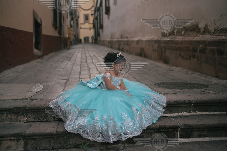 A child cries during a photoshoot for her birthday in the historical center of Zacatecas.