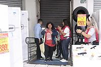 Campinas (SP), 03/01/2020 - Comércio - A varejista Magazine Luiza realiza nesta sexta-feira (3), a 27ª edição da Liquidação Fantástica, a sua tradicional liquidação para queima de estoque. A promessa é de descontos de até 70%.<br /> A rede possui 1.105 lojas em todo o Brasil. Na foto clientes na loja no centro da cidade de Campinas (SP).