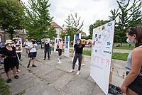 """Fridays for Future protestierte am Freitag den 26. Juni 2020 in Berlin vor dem Bundeswirtschaftsministerium gegen das Kohleausstiegsgesetz der Bundesregierung und eroeffnete eine """"Galerie des Scheiterns"""".<br /> Im Bild: Die Klimaaktivistin Luisa Neubauer bei der Fuehrung durch die Galerie.<br /> 26.6.2020, Berlin<br /> Copyright: Christian-Ditsch.de<br /> NUR FUER REDAKTIONELLE ZWECKE! Werbung nur auf Anfrage beim Fotografen. [Inhaltsveraendernde Manipulation des Fotos nur nach ausdruecklicher Genehmigung des Fotografen. Vereinbarungen ueber Abtretung von Persoenlichkeitsrechten/Model Release der abgebildeten Person/Personen liegen nicht vor. NO MODEL RELEASE! Don't publish without copyright Christian-Ditsch.de, Veroeffentlichung nur mit Fotografennennung, sowie gegen Honorar, MwSt. und Beleg. Konto: I N G - D i B a, IBAN DE58500105175400192269, BIC INGDDEFFXXX, Kontakt: post@christian-ditsch.de<br /> Bei der Bearbeitung der Dateiinformationen darf die Urheberkennzeichnung in den EXIF- und  IPTC-Daten nicht entfernt werden, diese sind in digitalen Medien nach §95c UrhG rechtlich geschuetzt. Der Urhebervermerk wird gemaess §13 UrhG verlangt.]"""