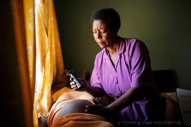 Nalumansi Margaret, a nurse midwife, examines the belly of a pregnant mother, during an ante-natal exam at the Kangulumira Health Centre in Uganda on 27 November 2008. CIFF funds work by the Ugandan NGO PREFA, including this health clinic that offers maternity services and care for HIV positive patients in addition to other medical treatment.