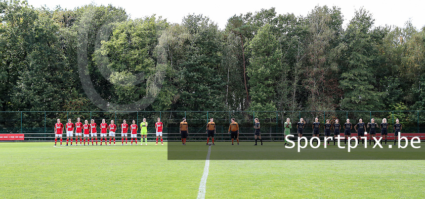Standard players, referees and the OHL players  pictured during the line up before a female soccer game between Standard Femina de Liege and Oud Heverlee Leuven on the second matchday of the 2020 - 2021 season of Belgian Scooore Women s SuperLeague , saturday 5 th of September 2020  in Angleur , Belgium . PHOTO SPORTPIX.BE   SPP   SEVIL OKTEM