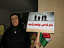 Iraq 2015 <br /> In Duhok, a woman with a sign to support peshmerga: We are all peshmerga  <br /> Irak 2015 <br /> A Dohok, une femme avec une pancarte  ou est ecrit: Nous sommes tous peshmerga