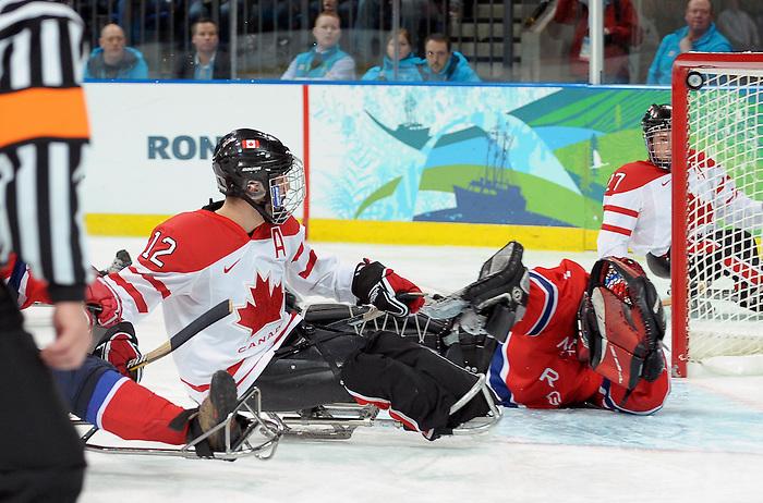 Greg Westlake, Vancouver 2010 - Para Ice Hockey // Para-hockey sure glace.<br /> Team Canada plays in Para Ice Hockey action // Équipe Canada jouer dans un match de para-hockey sur glace. 16/03/2010.