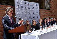 BOGOTÁ - COLOMBIA, 04-08-2014 Juan Manuel Santos, Presidente de Colombia,  se dirije a los medios después de recibir las credenciales como presidente para su nuevo período constitucional 2014-2018 de manos de Pablo Gil de la Hoz, Presidente del Consejo Electoral de Colombia./ Juan Manuel Santos, President of Colombia, speaks to the media after receiving the credentials as president to his new constitutional period 2014-2018 from the hands of Pablo Gil de la Hoz, President of Electoral Council of Colombia. Photo: VizzorImage /  Juan pablo Bello - SIG / HANDOUT PICTURE; MANDATORY EDITORIAL USE ONLY/ NO MARKETING, NO SALES