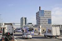 - Germany, Munich, traffic on Mittlerer Ring, high capacity ring road around the city centre; headquarters of Mercedes car factory....- Germania, Monaco di Baviera, traffico sul Mittlerer Ring, strada di circonvallazione ad alta capacità  intorno al centro della città; sede della fabbrica di automobili Mercedes