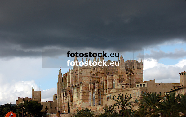 dark rain clouds over the cathedral Santa María de Palma de Mallorca<br />