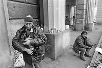 - Milano, emarginati e senza casa in zona Porta Nuova (gennaio 1993)<br /> <br /> - Milan, marginalized and homeless in the Porta Nuova area (January 1993)