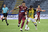 IBAGUE - COLOMBIA, 08-03-2020: Yeison Gordillo del Tolima disputa el balón con Julian Zea del Alianza durante partido entre Deportes Tolima y Alianza Petrolera por la fecha 14 de la Liga BetPlay I 2020 jugado en el estadio Manuel Murillo Toro de la ciudad de Ibagué. / Yeison Gordillo of Tolima struggles the ball with Julian Zea of Alianza during match between Deportes Tolima and Alianza Petrolera for the date 14 as part of BetPlay League I 2020 played at Manuel Murillo Toro stadium in Ibague. Photo: VizzorImage / Joan Orjuela / Cont