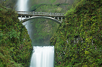 Multnomah Falls, Columbia River Gorge National Scenic Area, Oregon, USA
