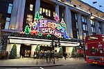Great Britain, London: Selfridges on Oxford Street at Christmas | Grossbritannien, England, London: Eingang zum Selfridges Department Store in der Oxford Street zur Weihnachtszeit