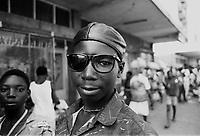 Mozambico, Africa, Maputo, ragazzo con occhiali