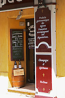 wine shop cave saint prefet chateauneuf du pape rhone france