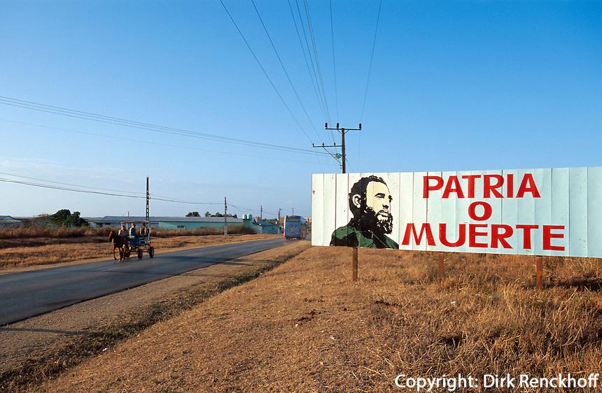 Cuba, Plakat Fidel Patria o Muerte bei Trinidad, Provinz Sancti Spiritus