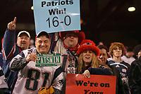 Fans der New England Patriots erwarten einen historischen Abend<br /> New York Giants vs. New England Patriots<br /> *** Local Caption *** Foto ist honorarpflichtig! zzgl. gesetzl. MwSt. Auf Anfrage in hoeherer Qualitaet/Aufloesung. Belegexemplar an: Marc Schueler, Am Ziegelfalltor 4, 64625 Bensheim, Tel. +49 (0) 6251 86 96 134, www.gameday-mediaservices.de. Email: marc.schueler@gameday-mediaservices.de, Bankverbindung: Volksbank Bergstrasse, Kto.: 151297, BLZ: 50960101