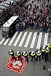 Nederland, Enschede, 26 april  2015<br /> Eredivisie<br /> Seizoen 2014-2015<br /> FC Twente-AZ<br /> De Mobiele Eenheid bewaakt de ingang van stadion De Grolsch Veste. Supporters scanderen de tekst: Schreuder rot op