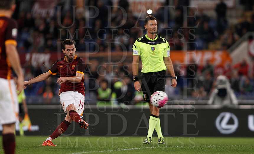 Calcio, Serie A: Roma vs Empoli. Roma, stadio Olimpico, 17 ottobre 2017.<br /> Roma's Miralem Pjanic scores on a free kick during the Italian Serie A football match between Roma and Empoli at Rome's Olympic stadium, 17 October 2015.<br /> UPDATE IMAGES PRESS/Isabella Bonotto