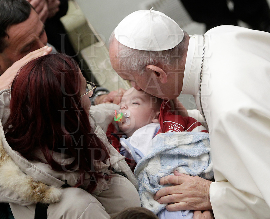 Papa Francesco bacia un bambino al termine di un'udienza speciale con le vittime del terremoto che ha colpito l'Italia centrale in Aula Paolo VI, Città del Vaticano, 5 gennaio 2017.<br /> Pope Francis kisses a child at the end of a special audience with residents of the areas of central Italy hit by earthquakes in Paul Vi Hall at Vatican, on January 5, 2017.<br /> UPDATE IMAGES PRESS/Isabella Bonotto<br /> <br /> STRICTLY ONLY FOR EDITORIAL USE
