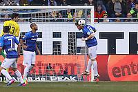 Peter Niemeyer (SV Darmstadt 98) klärt- 11.02.2017: SV Darmstadt 98 vs. Borussia Dortmund, Johnny Heimes Stadion am Boellenfalltor