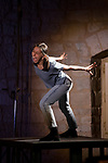WORK IN PROGRESS<br /> <br /> Textes, poésie scandée : Marc Nammour , <br /> Direction artistique : Éloïse Deschemin <br /> Chorégraphie, danse<br /> Danse : Silvia Di Rienzo<br /> Guitare électrique, composition : Serge Teyssot-Gay<br /> Percussions, composition : Stéphane Edouard <br /> Son : Olivier Bergeret<br /> Lumières : Wilfried Schick<br /> Accessoires et costumes : Vincent Dupeyron<br /> Cadre : Festival de Royaumont<br /> Date : 13/09/2019<br /> Lieu : Abbaye de Royaumont