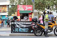 Campinas - SP, 15/03/2021 - Fase Emergencial / Protesto-SP - Donos e trabalhadores de bares e restaurantes de Campinas, interior de São Paulo, realizaram um protesto na região central da cidade na tarde desta segunda-feira (05). Eles são contra as medidas de restrições na fase emergencial no estado de São Paulo, que entrou em vigor hoje. Alguns apoiadores de Bolsonaro pediam pela saída do Governador Dória. Os manifestantes seguiram em direção à prefeitura onde foram recebidos pelo vice-prefeito.