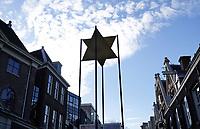 Nederland  Amsterdam -  2020.  Jodenster in de Nieuwe Amstelstraat. Links het Joods Historisch Museum.  Foto : ANP/ HH / Berlinda van Dam