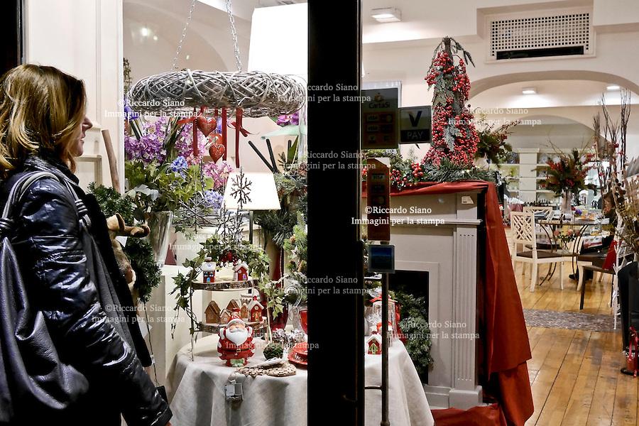 - NAPOLI 1 DIC 2014 -   shopping natalizio chiaia