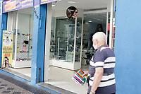 Campinas (SP), 22/04/2020 - Covid-19/Comércio - As óticas da cidade de  Campinas, interior de São Paulo voltarão a funcionar a partir desta quarta-feira (22), na primeira medida de flexibilização da quarentena adotada pelo prefeito Jonas Donizette (PSB), elas terão que funcionar com 30% da capacidade, obedecendo todas as exigências sanitárias.  <br /> O argumento para a abertura é que a população e muitos dos profissionais que estão na linha de frente no combate ao coronavírus, como médicos e enfermeiros, necessitam fazer a acuidade visual.