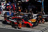 2017 NASCAR Cup - Daytona 500<br /> Daytona International Speedway, Daytona, FL USA<br /> Sunday 26 February 2017<br /> Martin Truex Jr, Bass Pro Shops/TRACKER BOATS Toyota Camry, pit stop<br /> World Copyright: Michael L. Levitt/LAT Images<br /> ref: Digital Image levitt-0217-D500_46518