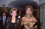 SOFIA LOREN CON LA NIPOTE ALESSANDRA MUSSOLINI -  TEATRO SAN CARLO DI NAPOLI 1990
