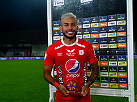 MEDELLIN-COLOMBIA, 18-10-2020: Duvan Vergara de America de Cali es el mejor jugador durante partido de la fecha 15 entre Atletico Nacional y America de Cali, por la Liga BetPLay DIMAYOR 2020, jugado en el estadio Atanasio Girardot de la ciudad de Medellin. / Duvan Vergara of America de Cali is the best player during a match of the 15th date between Atletico Nacional and America de Cali, for the BetPLay DIMAYOR League 2020 played at the Atanasio Girardot Stadium in Medellin city. / Photo: VizzorImage / Luis Benavides / Cont.