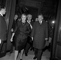 Le 5 Novembre 1966. Vue d'Alexis Kossyguine, président du conseil des ministres de l'Union des républiques socialistes soviétiques (URSS) avec sa femme à Toulouse