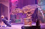 Foto: VidiPhoto<br /> <br /> UTRECHT – In de voormalige veevoederfabriek in Utrecht wordt woensdag de laatste hand gelegd aan een spectaculair dino-evenement, de Dino Fabriek. Zestig grote en kleine dinosauriërs van in totaal 2 miljoen legosteentje zijn vanaf zaterdag voor het eerst in Nederland te zien in de oude fabriekslocatie DeFrabrique. Naast het laten zien van de prehistorische dieren, waarvan de grootste uit 243.337 steentjes bestaat, heeft de reizende tentoonstelling ook een educatieve functie. De organisatie verwacht in de zeven weken dat de kunstwerken te zien zijn enkele tienduizenden bezoekers.