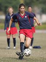 January 27, 2007:  USA's Yael Averbuch at a Four Nations Cup practice.