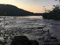 Rio Erepecuru; na bacia do rio Trombetas, transportando moradores e produtos para os territórios quilombolas e indígenas. Bacia do Trombetas. Oriximiná, Pará, Brasil.<br /> Foto Roberta Ramos<br /> 24/09/2016