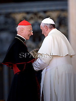 Papa Francesco Cardinale Bagnasco. Incontro con le scuole italiane. Piazza San Pietro Vaticano. 10 maggio 2014