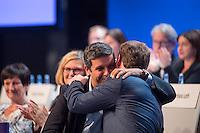 Vorstellung des Wahlprogramm der SPD-Berlin zur Abgeordnetenhauswahl im September 2016.<br /> Auf einem Landesparteitag am Freitag den 27. Mai 2016 stellte die SPD-Berlin ihr Wahlprogramm zur Abgeordnetenhauswahl im September 2016 vor.<br /> Im Bild: Raed Saleh, Fraktionsvorsitzender im Abgeordnetenhaus umarmt Michael Mueller, SPD-Vorsitzender, Spitzenkandidat und Buergermeister nach dessen Parteitagsrede.<br /> 25.5.2016, Berlin<br /> Copyright: Christian-Ditsch.de<br /> [Inhaltsveraendernde Manipulation des Fotos nur nach ausdruecklicher Genehmigung des Fotografen. Vereinbarungen ueber Abtretung von Persoenlichkeitsrechten/Model Release der abgebildeten Person/Personen liegen nicht vor. NO MODEL RELEASE! Nur fuer Redaktionelle Zwecke. Don't publish without copyright Christian-Ditsch.de, Veroeffentlichung nur mit Fotografennennung, sowie gegen Honorar, MwSt. und Beleg. Konto: I N G - D i B a, IBAN DE58500105175400192269, BIC INGDDEFFXXX, Kontakt: post@christian-ditsch.de<br /> Bei der Bearbeitung der Dateiinformationen darf die Urheberkennzeichnung in den EXIF- und  IPTC-Daten nicht entfernt werden, diese sind in digitalen Medien nach §95c UrhG rechtlich geschuetzt. Der Urhebervermerk wird gemaess §13 UrhG verlangt.]