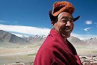 Moine gelupka (vertueux au bonnet jaune) du monastère de Karsha qui domine l'entrée de la vallée du Zanskar. Ladakh Himalaya Inde. Photo : Vibert / Actionreporter.com