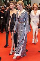 Lea Seydoux Marion Cotillard Xavier Dolan Nathalie Baye quittent le Palais des festivals après la projection du film 'Juste la fin du monde' lors du 69ème Festival du Film à Cannes le jeudi 19 mai 2016.