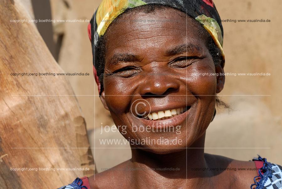 BURKINA FASO , village Sesuala near Pó , ethnic Kassena , women cooperative produce shea butter from shea nuts of Karite tree, Mrs. Avi Nabila , leader of cooperative / BURKINA FASO Dorf Sesuala bei Pó , Ethnie Kassena , Frauen Kooperative verarbeiten Karite bzw Shea Nuesse zu Shea Butter, Frau Avi Nabila , Leiterin der Kooperative