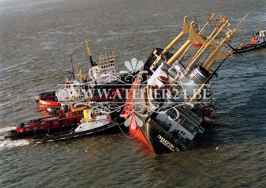 11 december 1994.   De Pioner Onegi maakte op 8 december 1994 op weg van Antwerpen naar zee, zoveel slagzij dat sleepboten het schip tegen de slikken voor Bath moesten duwen om kapseizen te voorkomen. De Pioner had te veel containers aan boord en was verkeerd geladen.