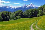 DEU, Deutschland, Bayern, Oberbayern, Berchtesgadener Land: der Watzmann (2.713 m) - Deutschlands zweithoechster Berg, links das Hagengebirge | DEU, Germany, Bavaria, Upper Bavaria, Berchtesgadener Land: Watzmann mountain (2.713 m), left Hagen mountains
