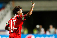 CALI -COLOMBIA-15-08-2016.Carlos Rivas jugador de América Cali celebra después de anotar un gol Bogotá FC durante partido por la fecha 7 vuelta del Torneo Águila 2016 jugado en el estadio Pascual Guerrero de la ciudad de Cali. / Carlos Rivas player of America de Cali celebrates after scoring a goal to Bogota FC during match for the date 7 second leg match of the Aguila Tournament 2016 played at Pascual Guerrero stadium in Cali. Photo: VizzorImage/ Christian Cadavid Soto / Cont