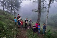 21 noviembre 2014.   <br /> Carmelia Merida (izquierda) y Zenaida Merida ( Derecha) posan junto a sus hijos. Sus maridos se encuentran encarcelados por oponerse a la hidroeléctrica Ecoener <br /> La llegada de algunas compañías extranjeras a América Latina ha provocado abusos a los derechos de las poblaciones indígenas y represión a su defensa del medio ambiente. En Santa Cruz de Barillas, Guatemala, el proyecto de la hidroeléctrica española Ecoener ha desatado crímenes, violentos disturbios, la declaración del estado de sitio por parte del ejército y la encarcelación de una decena de activistas contrarios a los planes de la empresa. Un grupo de indígenas mayas, en su mayoría mujeres, mantiene cortado un camino y ha instalado un campamento de resistencia para que las máquinas de la empresa no puedan entrar a trabajar. La persecución ha provocado además que algunos ecologistas, con órdenes de busca y captura, hayan tenido que esconderse durante meses en la selva guatemalteca.<br /> <br /> En Cobán, también en Guatemala, la hidroeléctrica Renace se ha instalado con amenazas a la población y falsas promesas de desarrollo para la zona. Como en Santa Cruz de Barillas, el proyecto ha dividido y provocado enfrentamientos entre la población. La empresa ha cortado el acceso al río para miles de personas y no ha respetado la estrecha relación de los indígenas mayas con la naturaleza. © Calamar2/Pedro ARMESTRE<br /> <br /> The arrival of some foreign companies to Latin America has provoked abuses of the rights of indigenous peoples and repression of their defense of the environment. In Santa Cruz de Barillas, Guatemala, the project of the Spanish hydroelectric Ecoener has caused murders, violent riots, the declaration of a state of siege by the army and the imprisonment of a dozen activists opposed to the project . <br /> A group of Mayan Indians, mostly women, has cut a path and has installed a resistance camp to prevent the enter of the company's machines. The prosecution ha